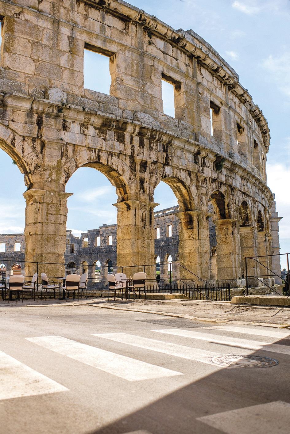 Amphitheater Pula © istock