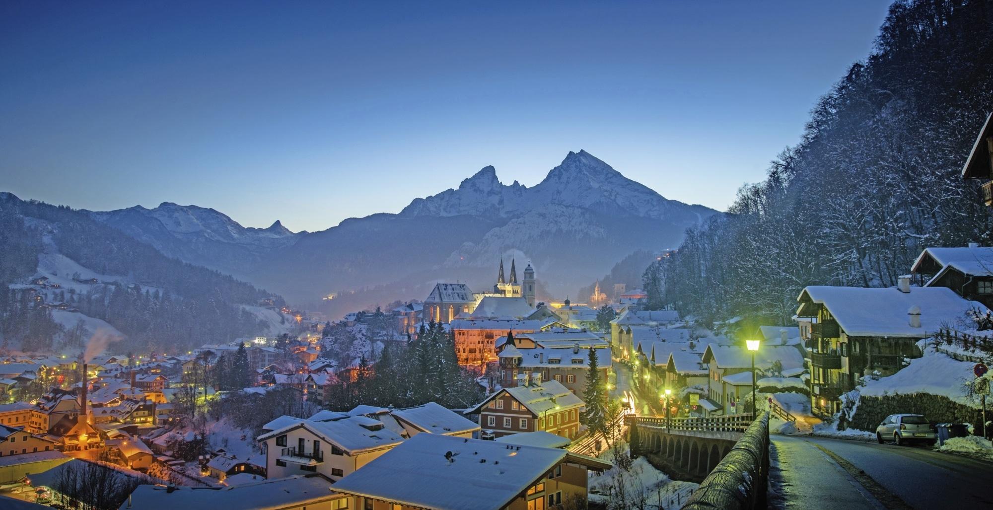 Berchtesgaden Altstadt im Winter (c) Adobe Stock