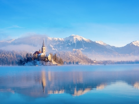 Bled See im Winter (c) Adobe Stock
