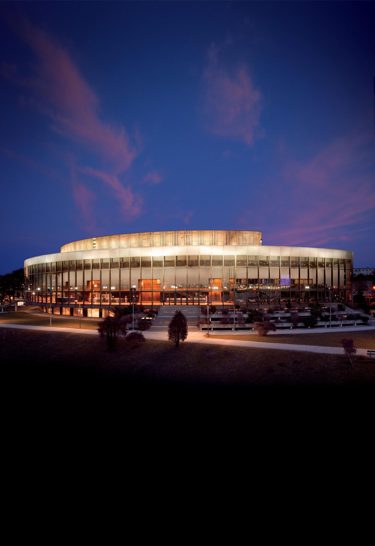 Brucknerhaus-Außenaufnahme Hochformat © KWS