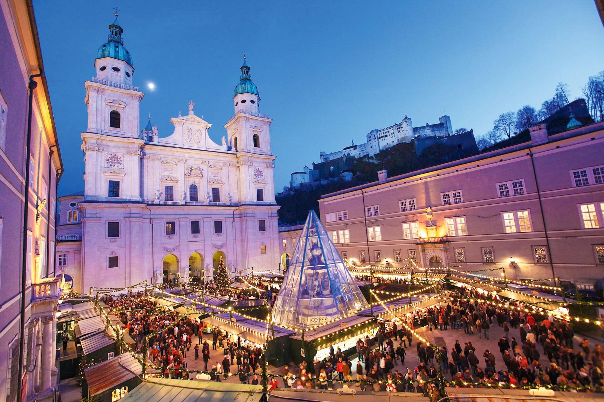 Salzburger Domplatz Christkindlmarkt (c) Tourismus Salzburg