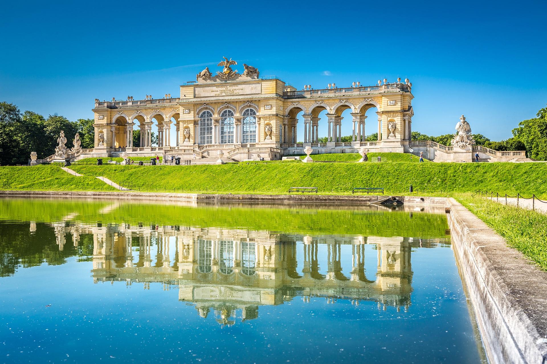 Gloriette Schloß Schönbrunn, Wien © adobestock
