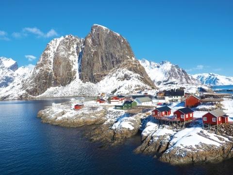 Hamnøy auf den Lofoten im Winter (c) Adobe Stock
