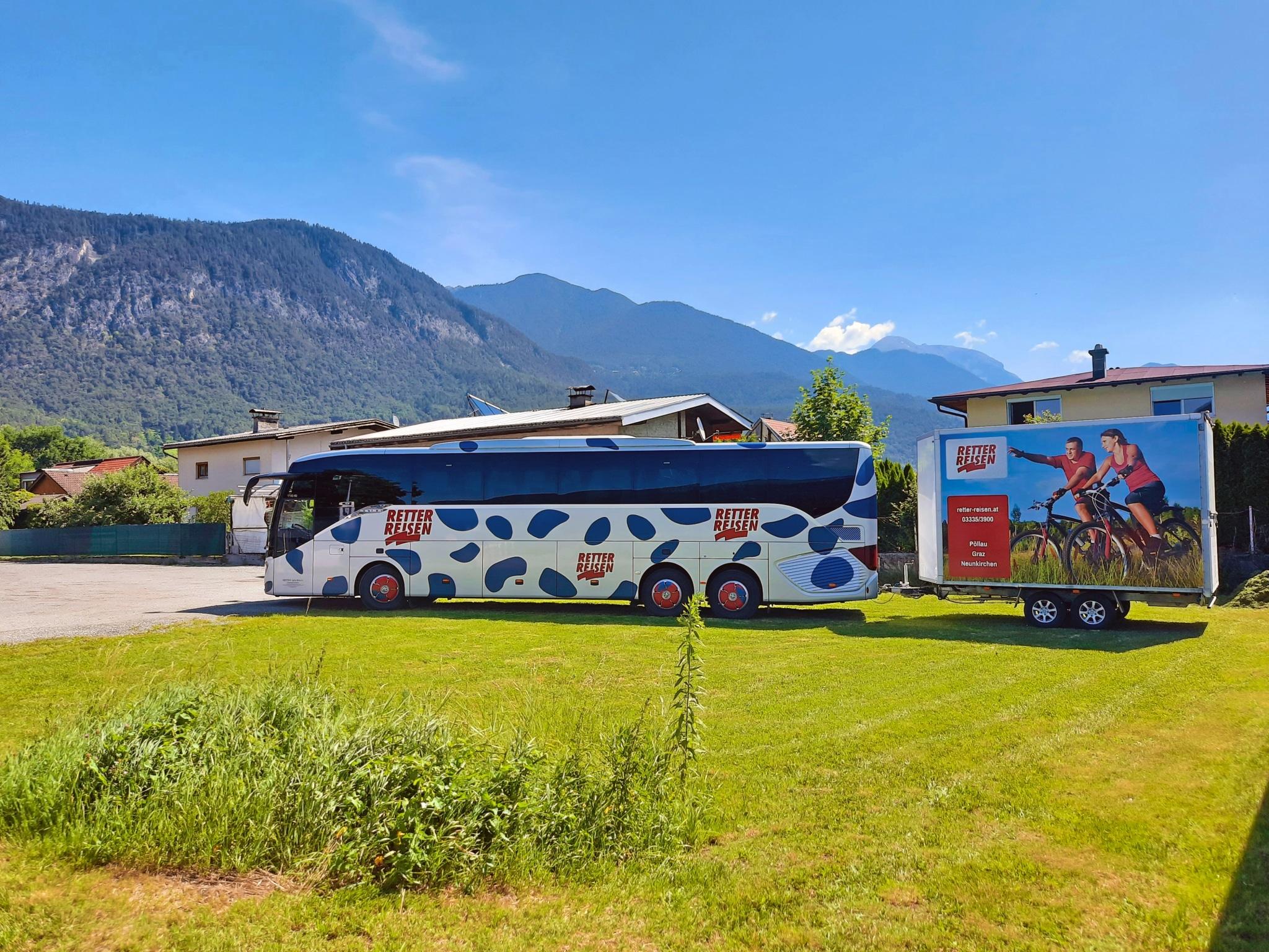 RETTER Reisebus mit Radanhänger am Innradweg