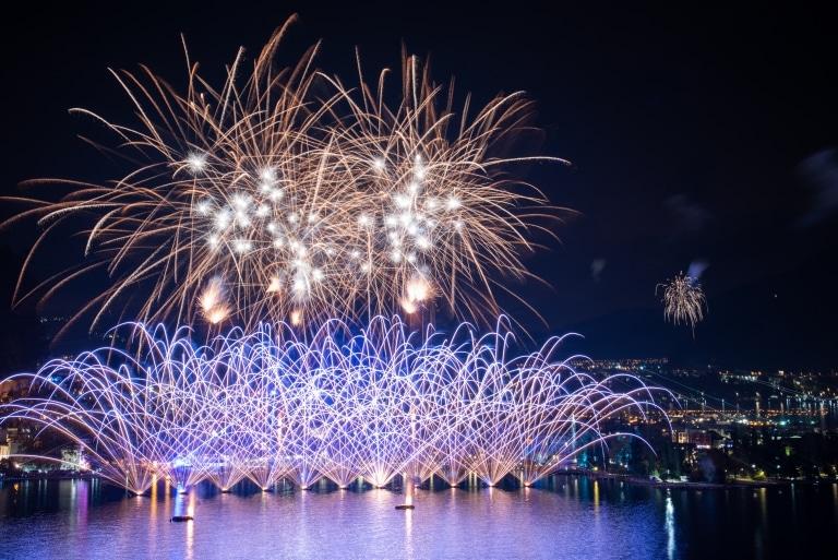 Feuerwerk Gardasee (c) Adobe Stock