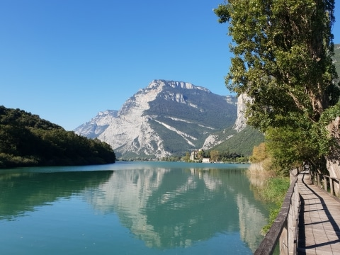 Lago die Toblino mit dem Castello © Elisabeth Stadlhofer
