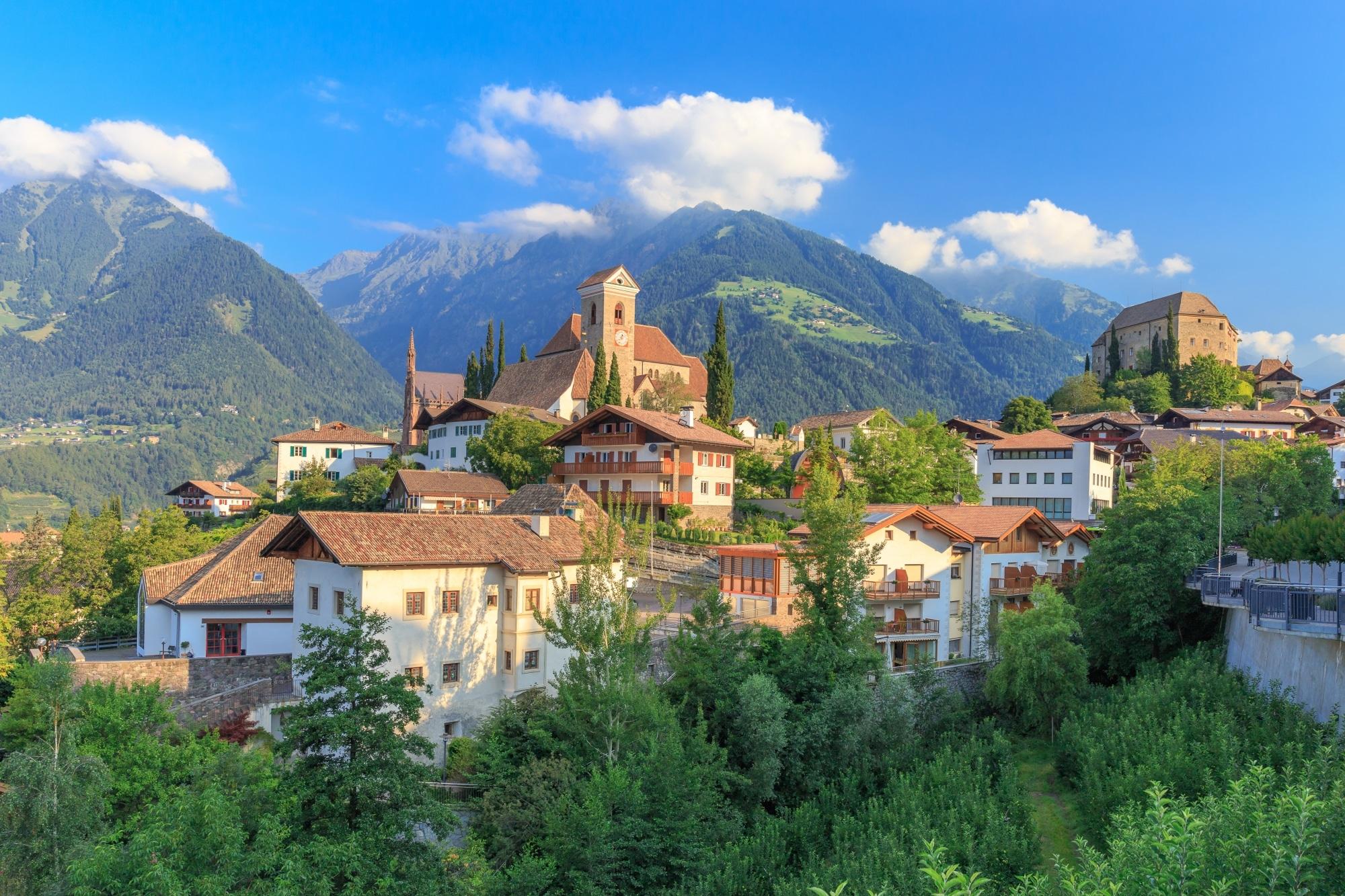 Südtiroler Bergdorf Schenna bei Meran © adobestock