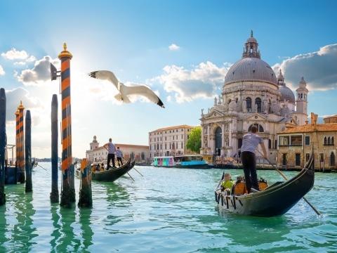 Bragozzo in Venedig © adobestock