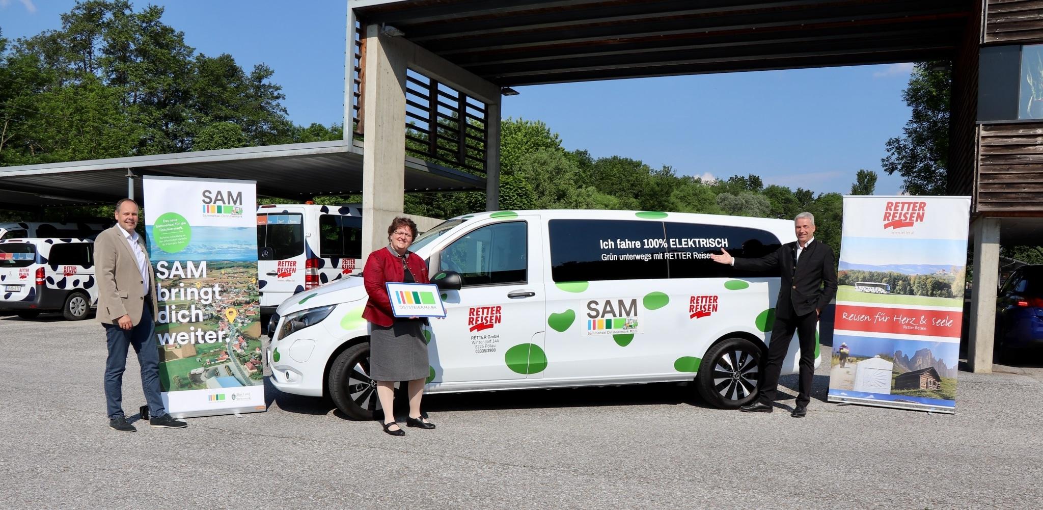 Elektro-SAM-Taxi: DI Franz Kneißl (GF Regionalentwicklung Oststeiermark), LAbg. Bgm. Silvia Karelly (Vorsitzende des Regionalverbandes Oststeiermark), Hermann Retter